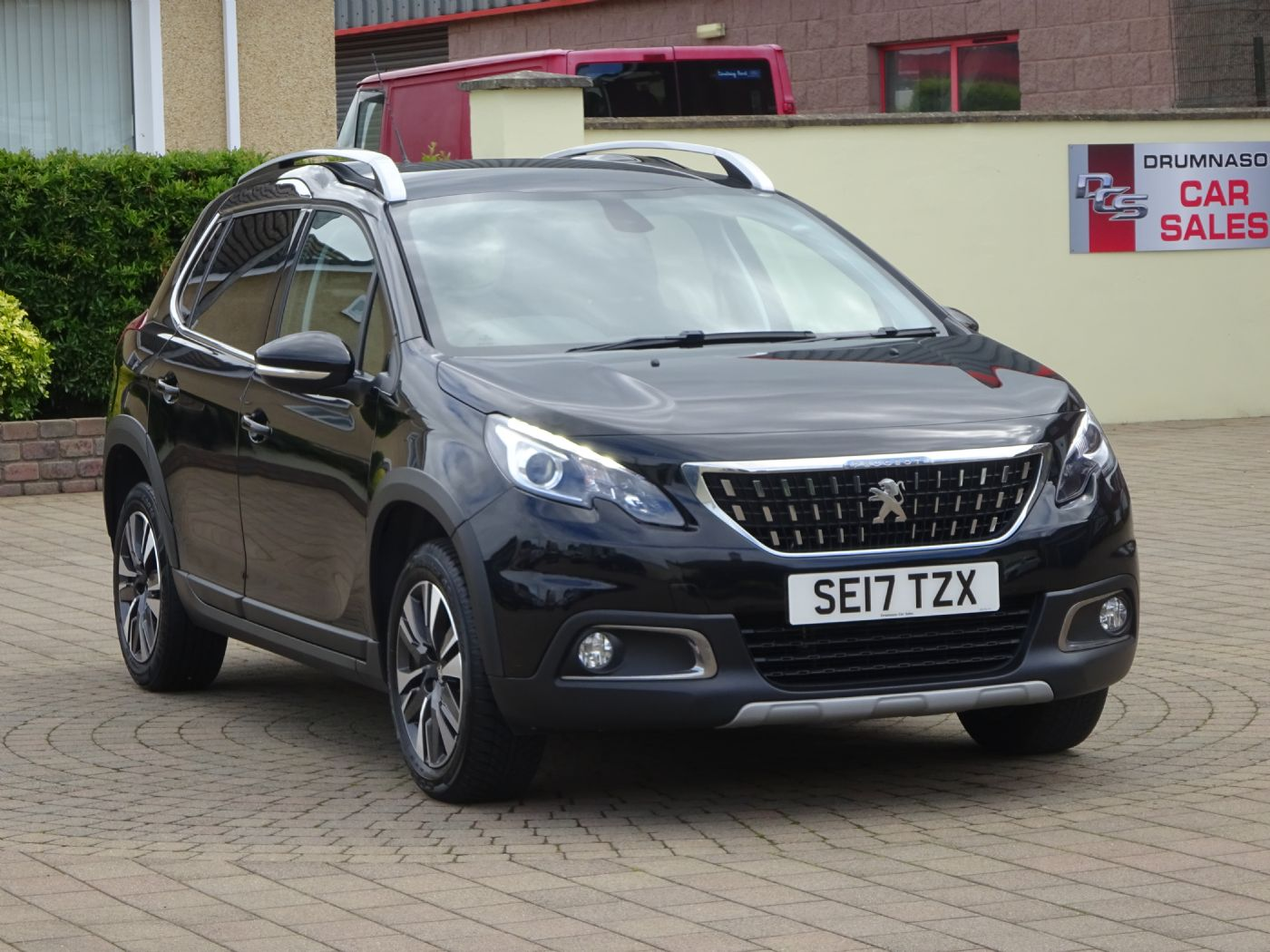Peugeot 2008 1.2 Puretech Allure, Half leather trim