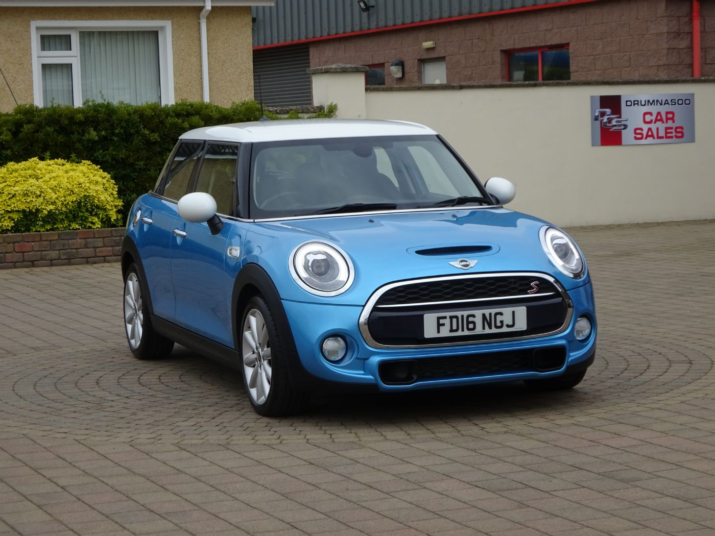 Mini Cooper 2.0 SD  5dr [ Chili - Media Pk XL ]